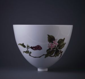 雍荷堂珐琅彩瓷器艺术品秋海棠